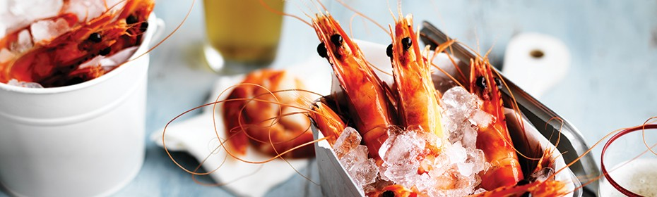 A-bucket-of-prawns-with-Texas-green-chilli-mayonnaise-930x280px